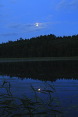 July moon_2011_07_17_0023 (FarmerJohnn) Tags: cloud moon lake reflection water night clouds canon suomi finland july calm silence midnight moonlight vesi kuu y laukaa 24105 1635 jrvi pilvi keskinen heinkuu tyyni keskiy kuutamo valkola vedenpinta hiljaisuus julymoon lakesurface canon7d heijatus anttospohja juhanianttonen