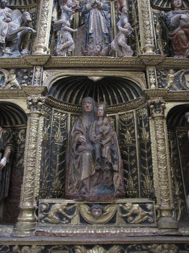 Iglesia de San Juan Evangelista - Santa Ana, la Virgen y Jesús en el retablo gótico