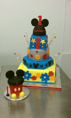 Mickey Mouse clubhouse first birthday cake and matching oversized    Mickey Mouse 1st Birthday Cupcakes