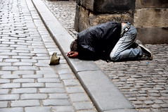 toda ayuda me ayuda (quino para los amigos) Tags: poor praga help pobreza ayuda repúblicacheca dsc0747