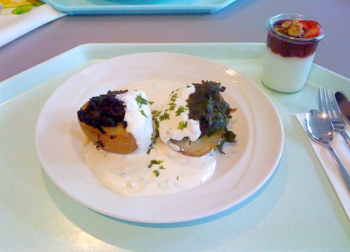 Farmerkartoffel mit Sauerrahm & Blattspinat / Farmer potato with sour cream & leaf spinach