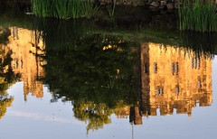 A castle head stands (SpitMcGee) Tags: alnwick northumberland movieset robinhood reflektion englang filmkulisse harypotter acastleheadstands