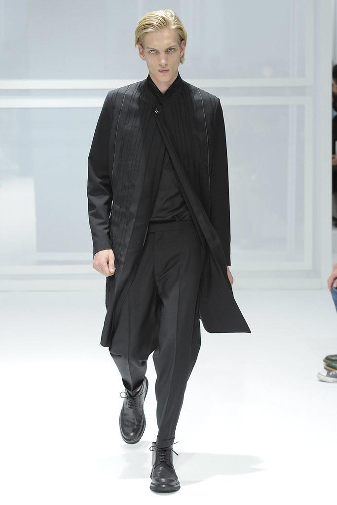 SS12 Paris Dior Homme042_Paul Boche(VOGUEcom)