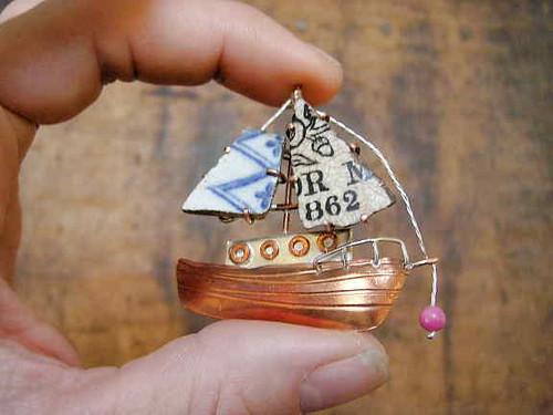 Bere Boat in fingers