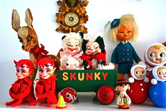 TOY SHELVES ! (Toypincher) Tags: hat windy kitsch miller blanche skunk kamar bambie rushton dikkens wheeble