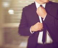 [フリー画像] 人物, 男性, スーツ, ビジネス, 201107110500