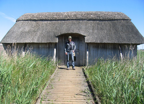 Long thatched hide