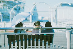 happy circle (blackteaj.justice) Tags: film 35mm yokohama   carlzeiss contaxrx fujipro400h planart1485