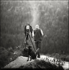 ...the abyss... (Lleizar) Tags: camera bw dog white black 6x6 film analog mediumformat bayern wasser fotograf photographer dof sommer tripod oberbayern wolken berge hund apx100 format mann monochrom alpen pentacon aussicht rucksack agfa schwarzweiss sonne development kamera abyss sonnar stativ standdevelopment abgrund mittelformat standentwicklung vorderriss thelittledoglaughed p6tl ldlnoir