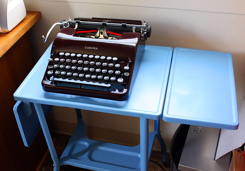 Toledo Typing Table