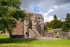 Rowallan Castle (Bora Horza) Tags: uk castle abandoned architecture scotland fort citadel ruin medieval historic forgotten restored fortification stronghold fortress castello chteau kilmarnock burg castillos maintained renovated ayrshire rowallan  kilmaurs