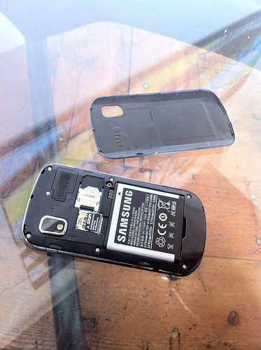 Insides of the Samsung SGH-I917 (Samsung Focus Windows Phone)