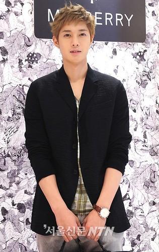 Kim Hyun Joong Mulberry Falls/Winter Presentations [110721] ntn01