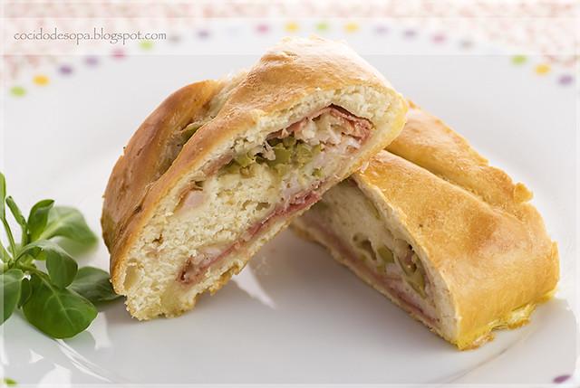 Pan relleno de jamón, queso y aceitunas _ 1