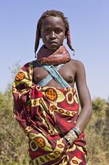 Muhuila girl near Mucuma, Angola (Alfred Weidinger) Tags: leica angora s2 angola mumuila   leicas2 muhuila  suldeangola mumuhuila mwila  provinciahuila mumilla angol  anqola langola mucuma