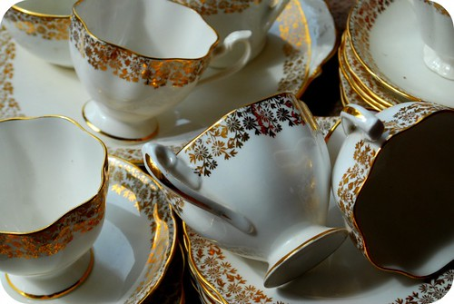 White and Gold Teaset 3