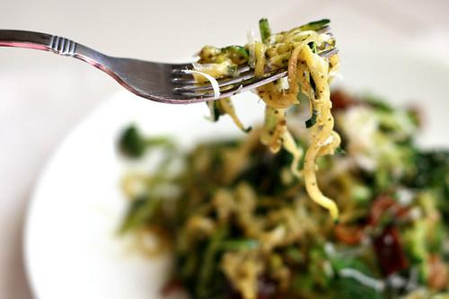 Pesto Zucchini Noodles with Broccoli and Bacon | zucchini recipes | paleo recipes | gluten-free recipes | Whole30 adaptable | perrysplate.com