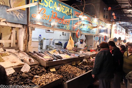 Brief glimpse of the wide array of seafood at the Mercado Central