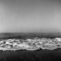 Mar lindo, lindo. (JuanRa Prez) Tags: white black 6x6 mamiya tlr c220 blanco negro 45 55mm 100 rodinal medio perez formato fomapan sekor juanra