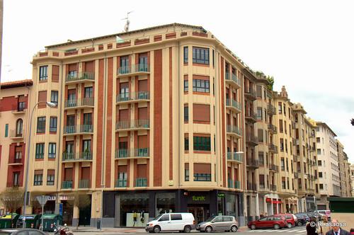 Edificios de viviendas en la calle Olite, en su confluencia con la calle Arrieta.