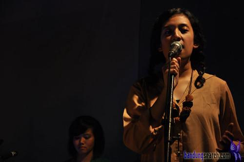 Bottle-Smoker-Concert-Sarita-Teman-Sebangku-(1)