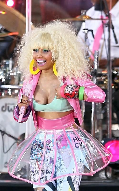 Nicki-Minaj-nipslip