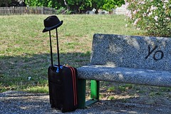Addio (mikael_on_flickr) Tags: park parco hat bench yo bank luggage farewell trunk goodbye bye marche addio panchina aurevoir valigia sirolo kuffert tschss panc bnk arrivederci