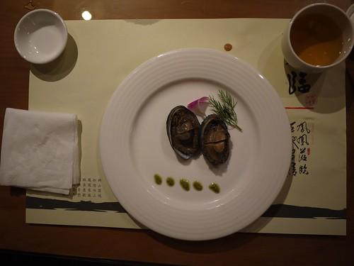第四道菜:蒸九孔佐青醬