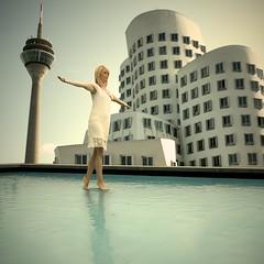 Et elle marcha sur l'eau (mikeh2o) Tags: eau montage dusseldorf marche piscine christelle modle