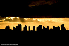 depois da tempestade vem a bonana (artland) Tags: street city sunset pordosol cidade brazil sky orange cloud sun storm building art sol rain yellow brasil skyline clouds buildings raios solares studio lens solar photo edificios nikon photos laranja edificio chuva cities cu amarelo curitiba pesado nuvens getty prdio parana nuvem ceu gettyimages escuro cwb silhouet artland predio pds cidades predios tempestade gettyimage d300 raio chuvas silhoueta raiossolares bezz carlosbezz artlandstudio gettyimagesbrasil