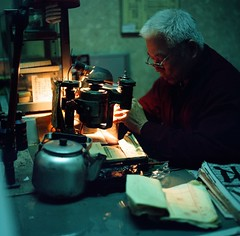 Taiwan Hasselblad / Man carving personal stamp (Alvaro Arregui) Tags: street food analog asian asia taiwan hasselblad taipei formosa   analogica analogic 80mm  503cx hasselblad503 hasselblad503cx plannar80mm zeiss80mm hasselblad500