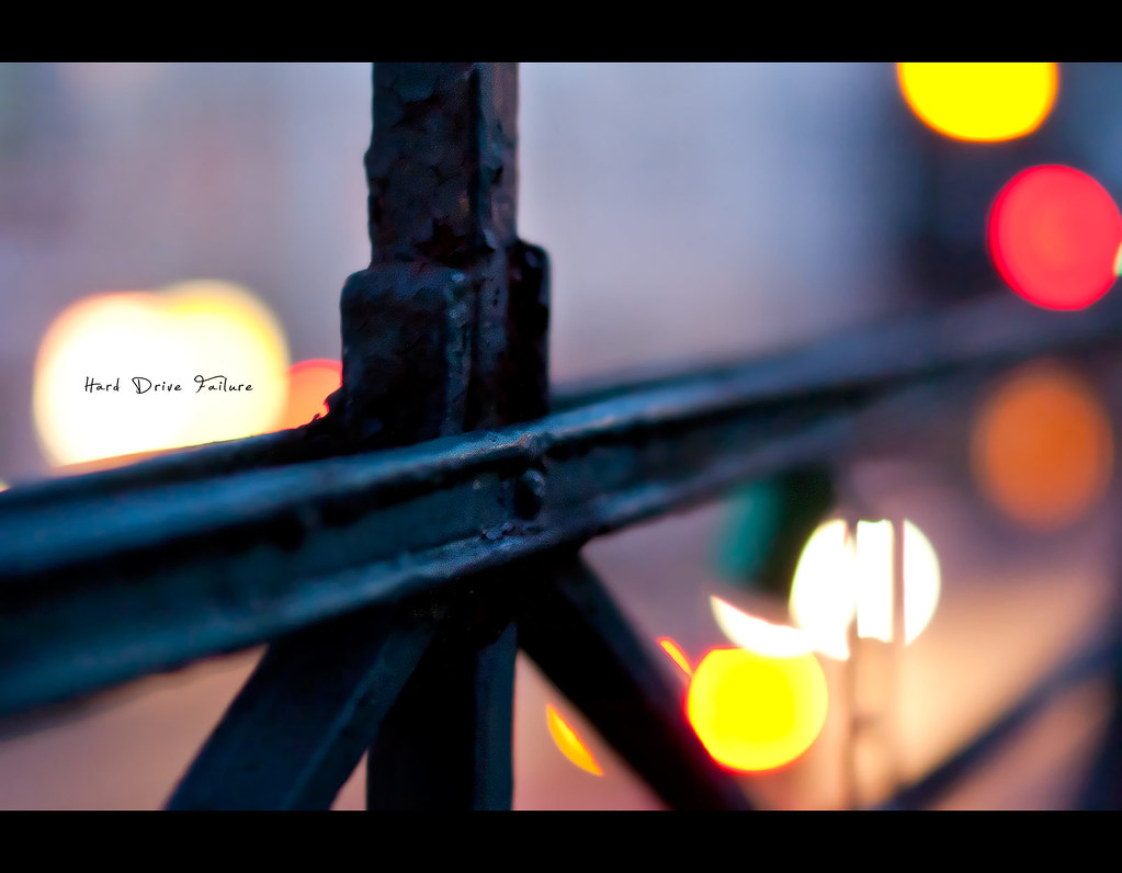 Project 365, bokeh, railing, fende, bokeh bubbles, bokeh balls, colours, nightshot, rust, old, metal, street, chain, bokeh chain, Sigma 50mm F1.4 EX DG HSM, 50 mm,