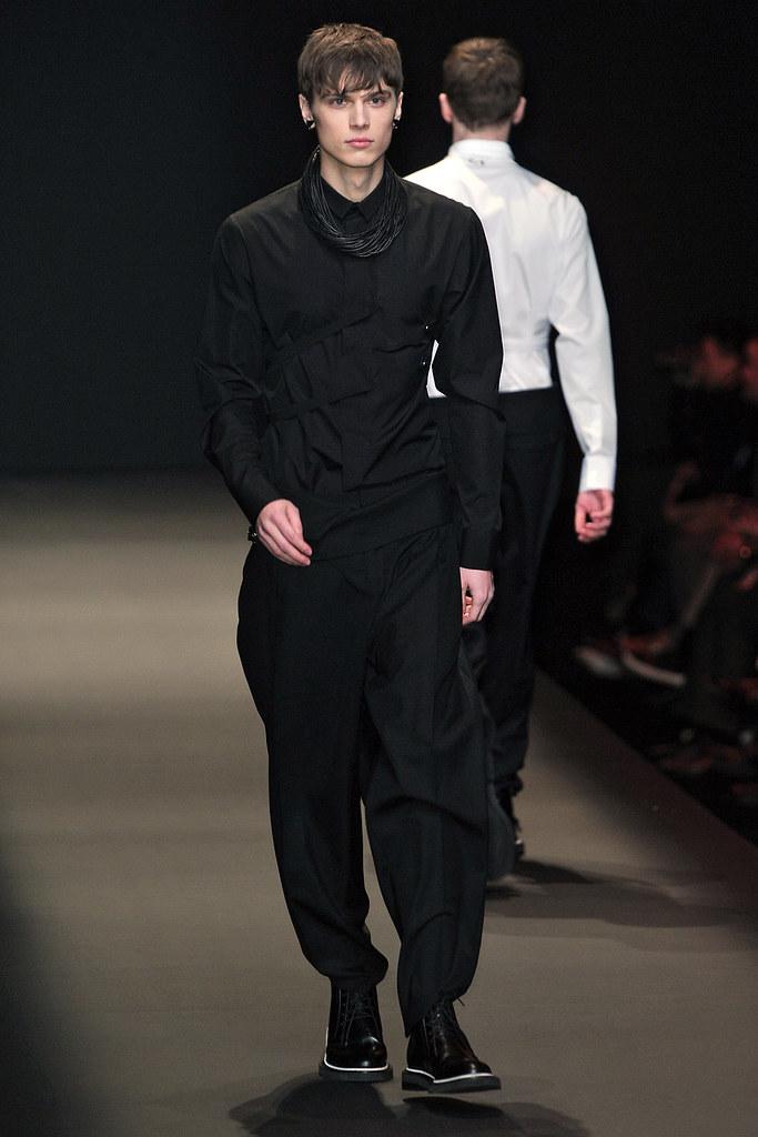 Enrico Petzold3013_FW09 Paris Dior Homme(VOGUEcom)