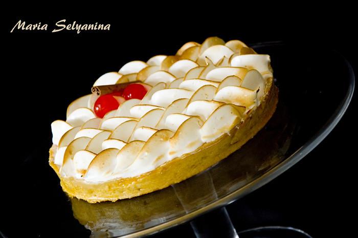 Вишневый тарт с меренгой.