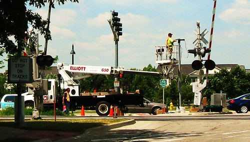 Installing a new traffic signal.  Glenview Illinois USA. July 2011. by Eddie from Chicago