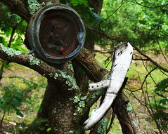 No Face, No Soul (BACKYard Woods Explorer) Tags: trees clock trash woods junk crap maryjaneshoes abandonedshoes whiteshoe brokenclock may2011 kodakeasysharezd710zoom facelessclock rustyclock solelessshoe