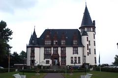 Schloss Klink - Front (onnola) Tags: castle germany deutschland manor schloss mecklenburg mecklenburgvorpommern klink mritz dinklage waren borsig mecklenburgwesternpomerania grisebach schnitzler gutshaus seenlandschaftwaren