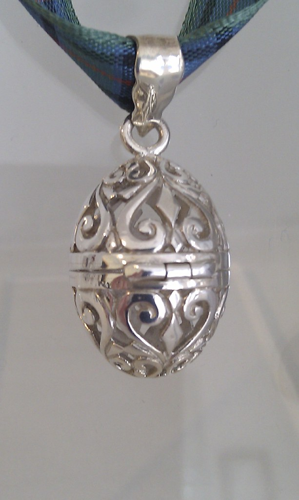 Filigree Egg Locket - Notes and Quotes - Flower of Scotland