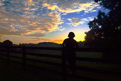 フリー写真素材|人物|人と風景|朝日・朝焼け・日の出|シルエット|