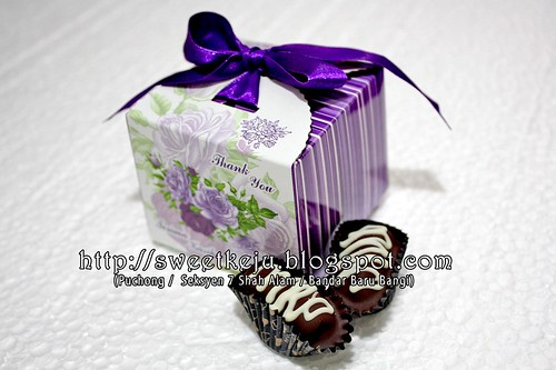 Purple Ribbon Box Packing