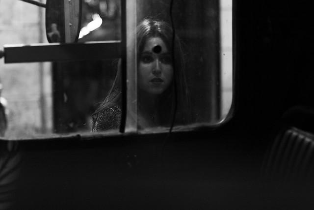 Il s'agit d'une jeune personne ou les vampires de Paris avec Léa Hirschi-Nicholson & Héléna Rosenstein