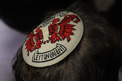 Leyton Orient Yarmulke, Battle Of Cable Street 75th Anniversary March and Rally (IFM Photographic) Tags: street london canon march rally battle cable 70300mm tamron yarmulke antifascist kippah towerhamlets leytonorient tradeunion blackshirts tamron70300mm cablestreet nopasaran battleofcablestreet of 450d theyshallnotpass img5354 tamron70300mmf456dildmacro cablestreet75 75thanniversaryofthebattleofcablestreet theydidnotpass
