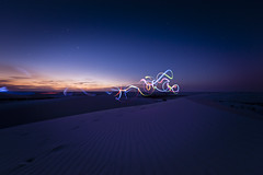 what I usually do when waiting for the dusk gone (songallery) Tags: whitesands desert newmexico usa dunes magichour longexposure night dusk evening lightpaint light star sky sand cloud color d3x 旅遊 旅遊攝影 美國