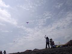 ibu, anak, dan layang-layang (kang gie) Tags: yogyakarta layanglayang ibudananak pantaidepok