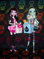 Day At The Maul (RicechexKindle) Tags: frankie killerstyle monsterhigh draculaura dayatthemaul