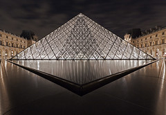 Symtrie (Zik Photography) Tags: paris architecture canon pyramid louvre pyramide 1022mm graphisme graphism 50d