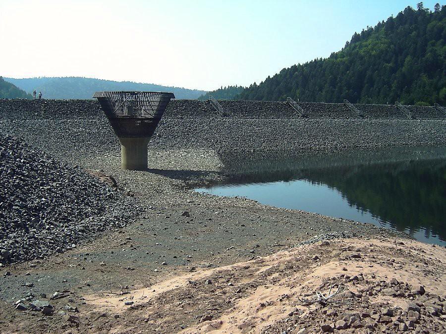 barrage et lac de la Pierre Percée pendant la sécheresse de 2003 météopassion