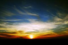 Atardecer gelado na cidade de Alto Paraná (Edison Zanatto) Tags: sunset brazil naturaleza sun sol southamerica nature paraná brasil backlight sunrise contraluz landscape atardecer soleil natureza natur paisaje paisagem pôrdosol 夕陽 crépuscule landschaft sonne paesaggi ocaso sonneuntergang alvorada contrejour controluce anochecer anoitecer coucherdesoleil crepúsculo nascente contrallum puestadelsol americadosul poente puestas fimdetarde luscofusco südamerika nikond200 vilarural dilúculo postadelsol firsttheearth regiãosul altoparaná crepúsculovespertino postadosol continentesulamericano edisonzanatto
