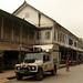 Lobo e os edifícios franceses em Luang Prabang