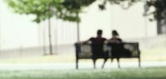 [フリー画像] 人物, カップル・恋人・夫婦, 椅子・ベンチ・ソファ, 201107190500